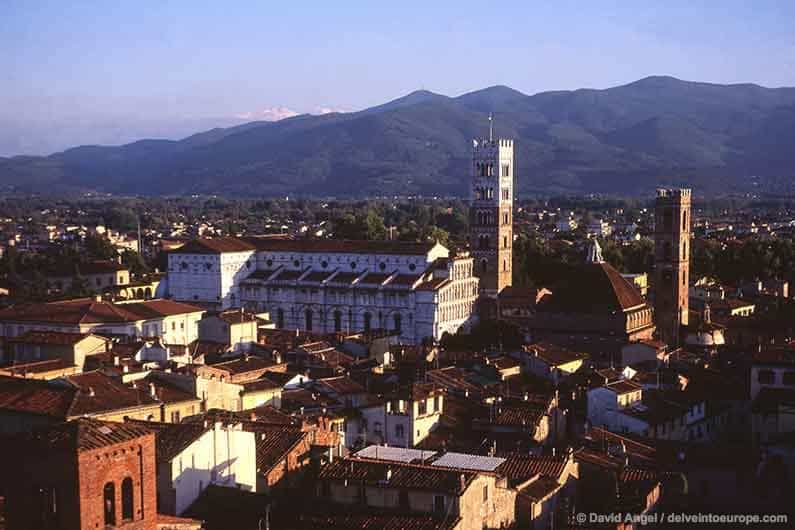 Best Places to Stay in Tuscany Image of Lucca Cathedral and city