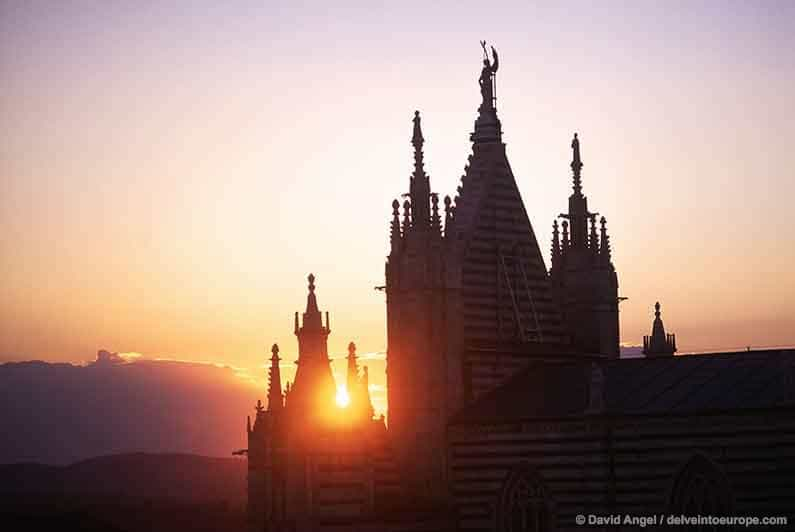 Best Places to Stay in Tuscany Image of Siena duomo at sunset