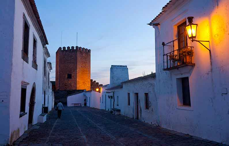 Image of Monsaraz Castle at dusk