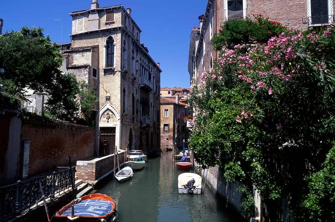 Image of a canal scene in Castello, Venice
