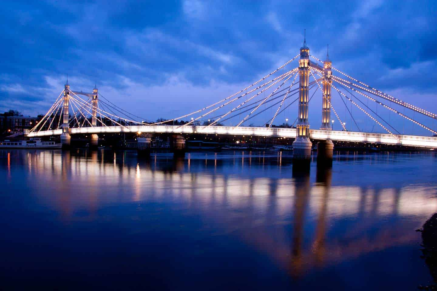 Image of the Albert Bridge London at night