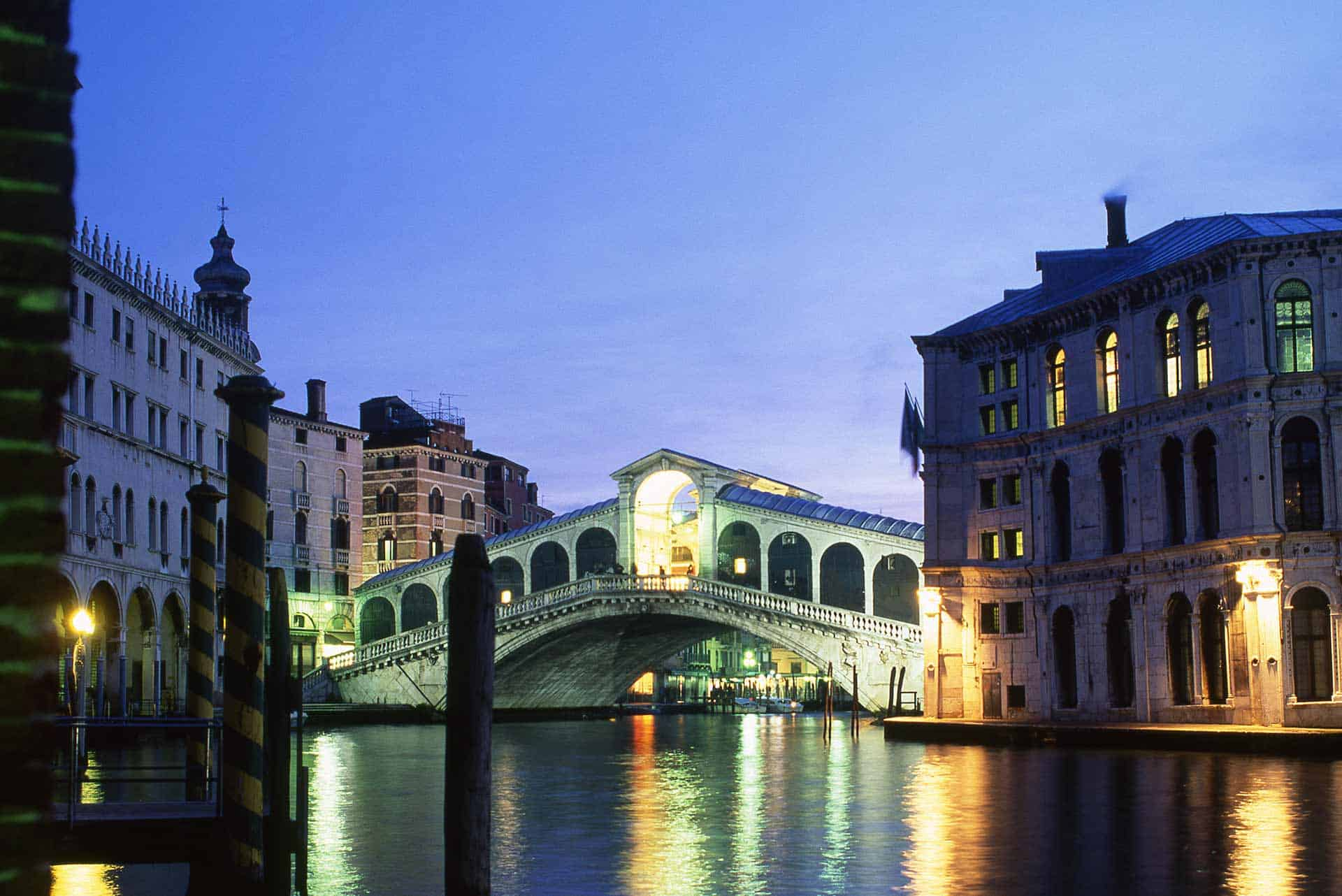 Image of the Rialto Bridge from Cannaregio in Venice