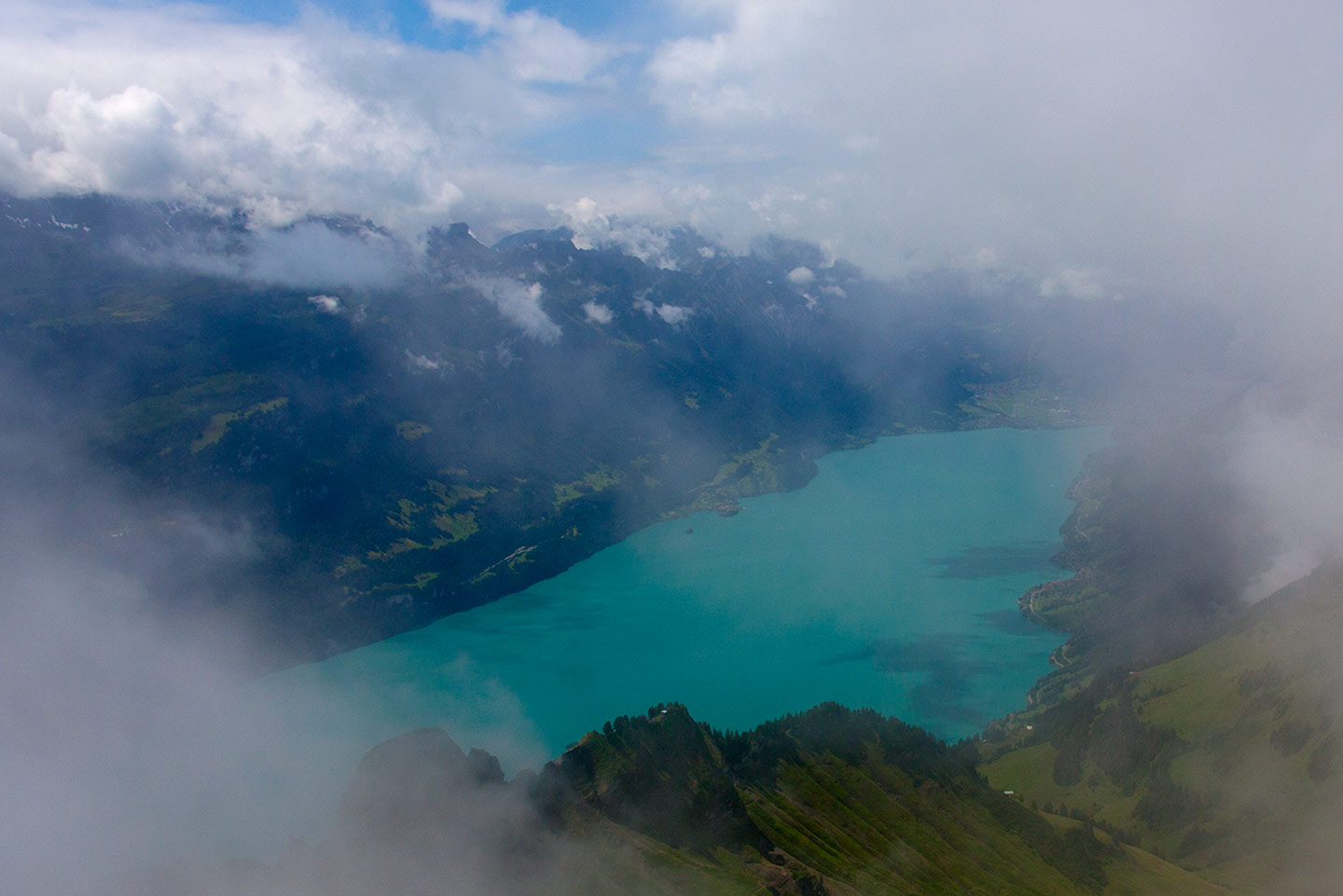 Image of Lake Brienz in the Swiss Alps