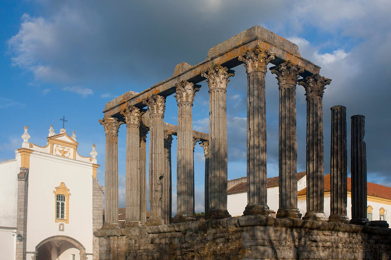 Image of the Roman Templo de Diana in Évora, Portugal