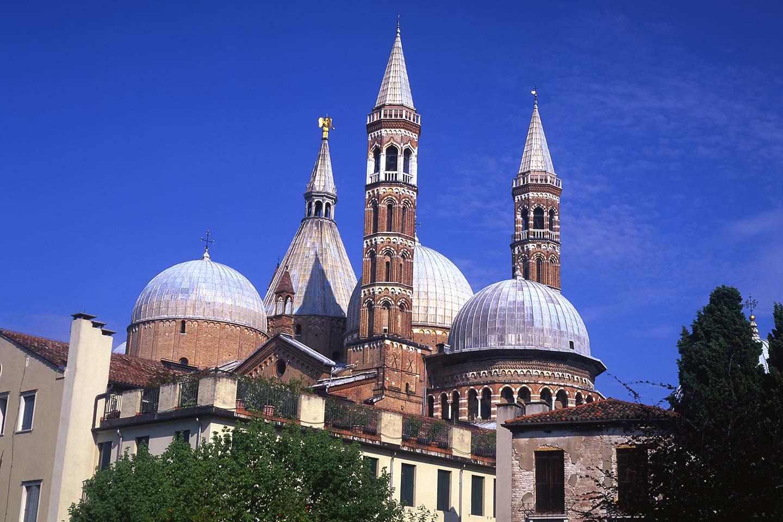 Image of the Basilica del Santo in Padua, Italy