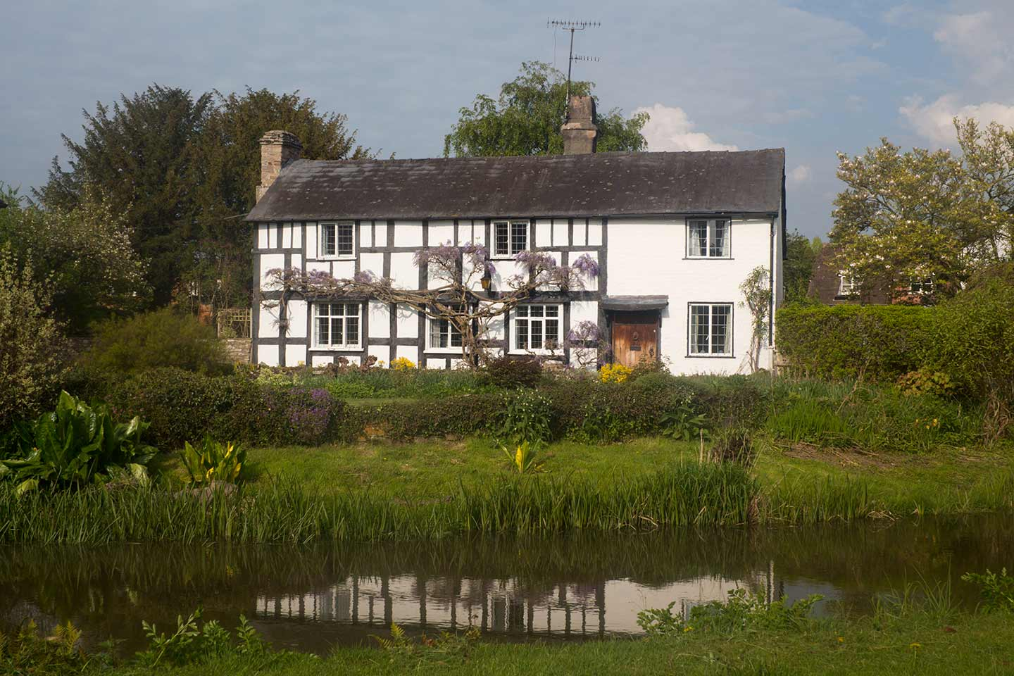 Image of a black and white house in Eardisland, Herefordshire