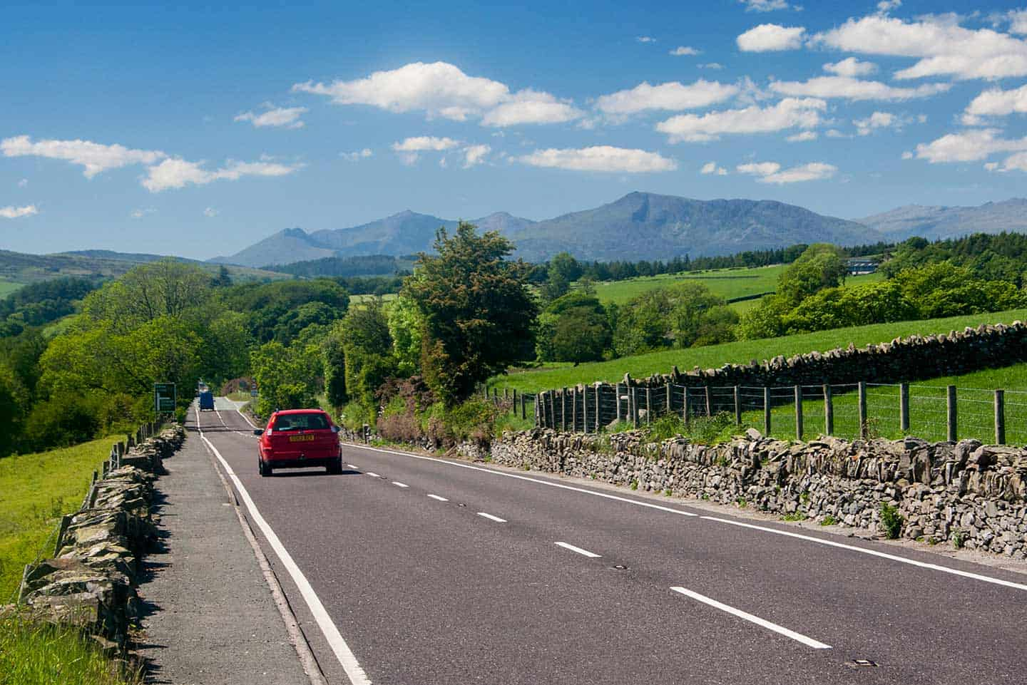 Image of the A5 road on the approach to Snowdonia
