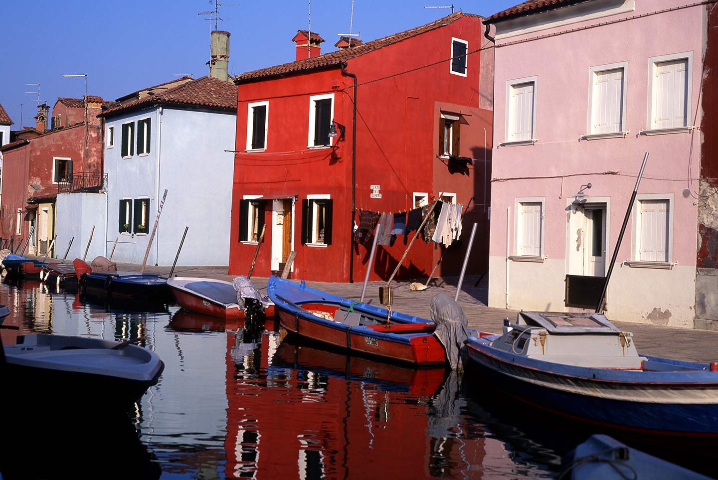 Image of a ypical Burano canal scene