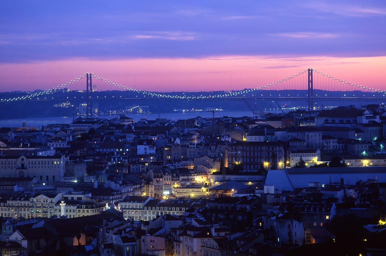 Image of the Ponte 25 de Abril bridge, LIsbon, at sunset