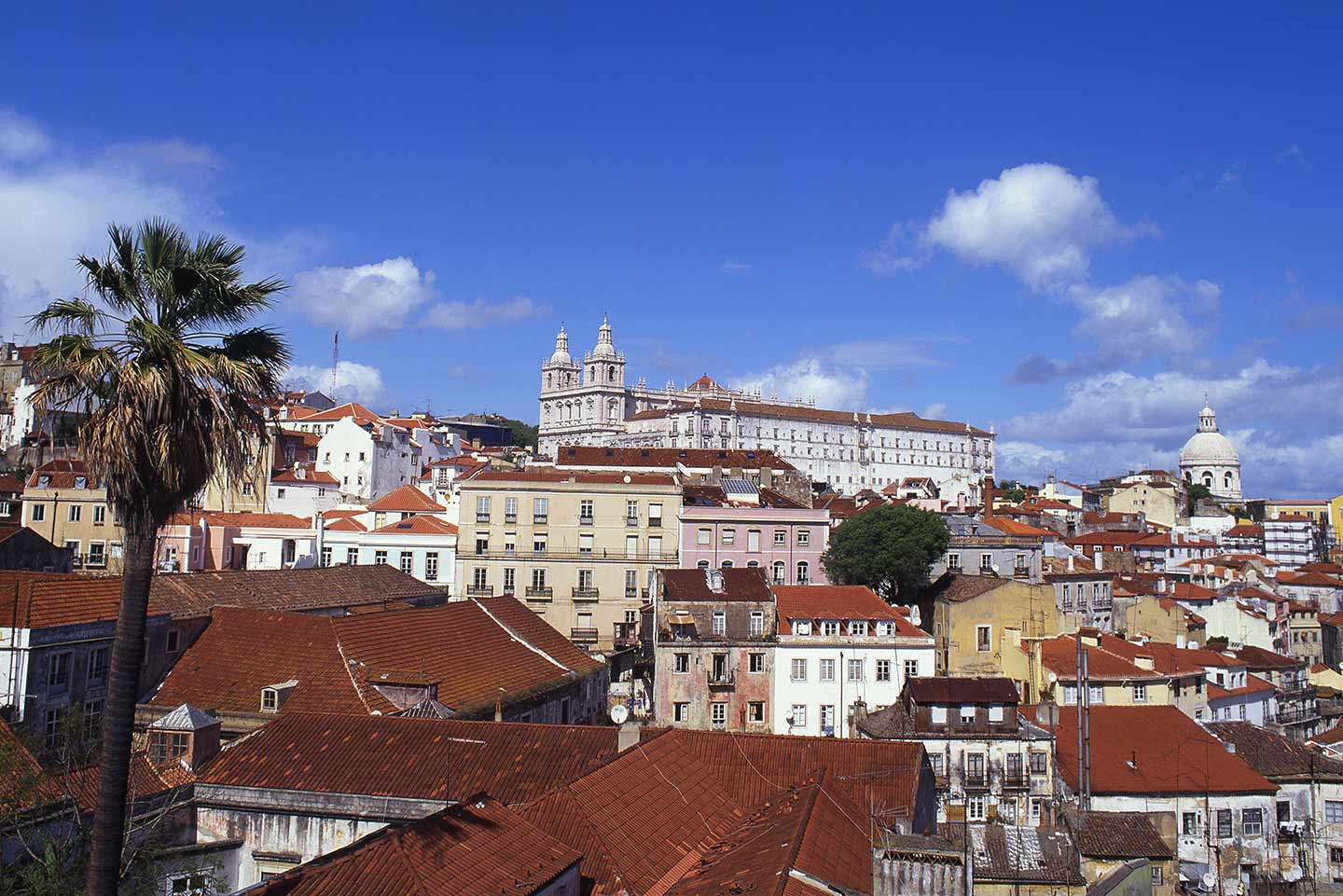 Image of the view from Largo das Portas do Sol over the Alfama