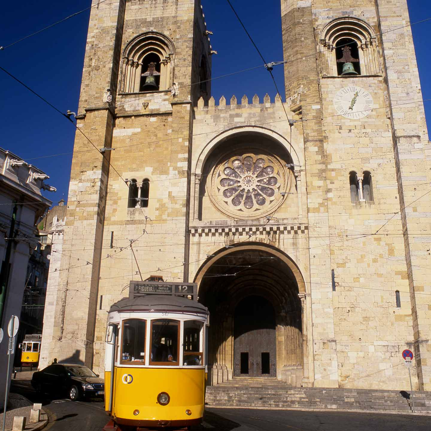 Image of a Lisbon tram passing the Sé de Lisboa, or Lisbon Cathedral