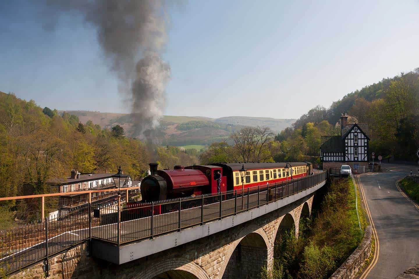 Image of a locomotive from the Llangollen Steam Railway leaving Berwyn Station