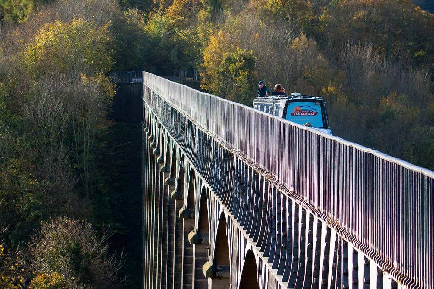 Image of a boat on the Pontcysyllte Aqueduct