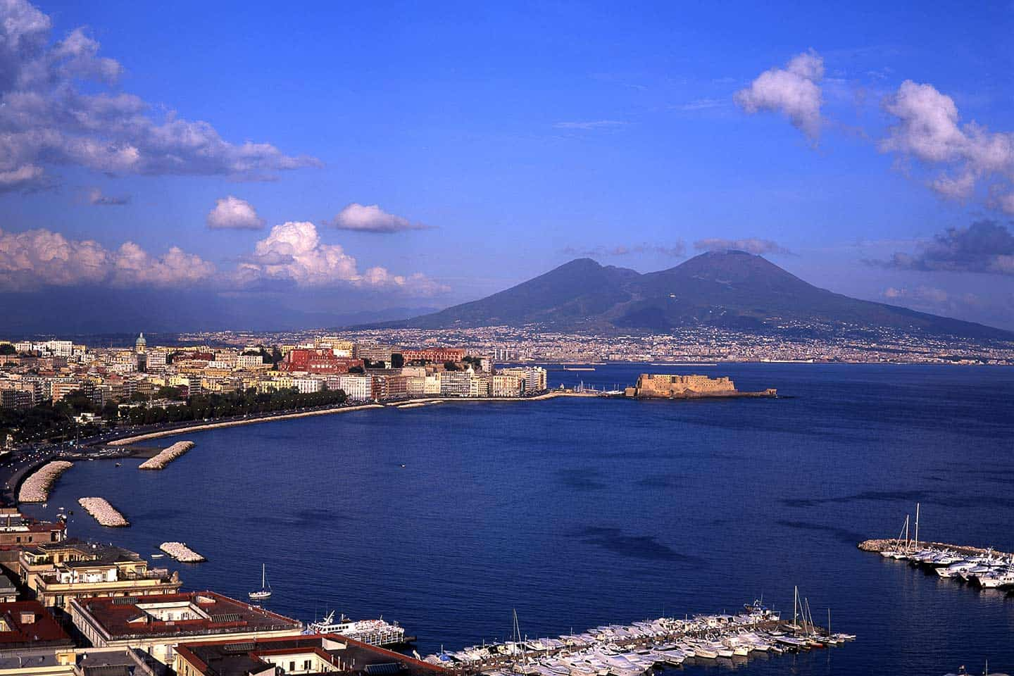 Image of Naples in its magnificent setting below Vesuvius