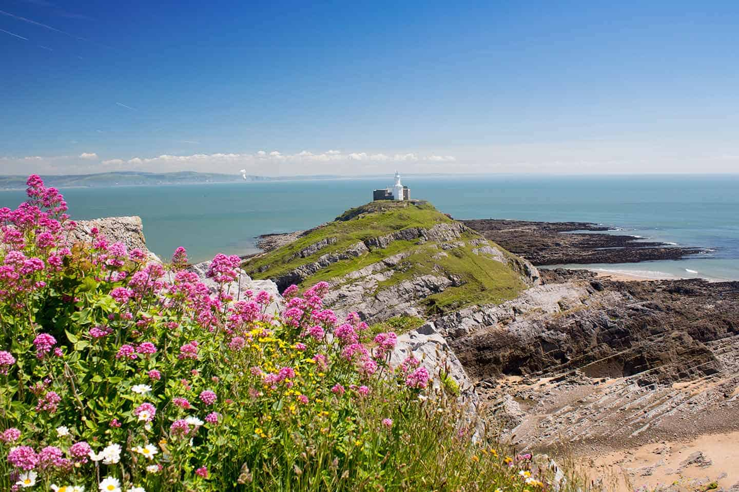 Image of Mumbles Head lighthouse, Swansea, Wales
