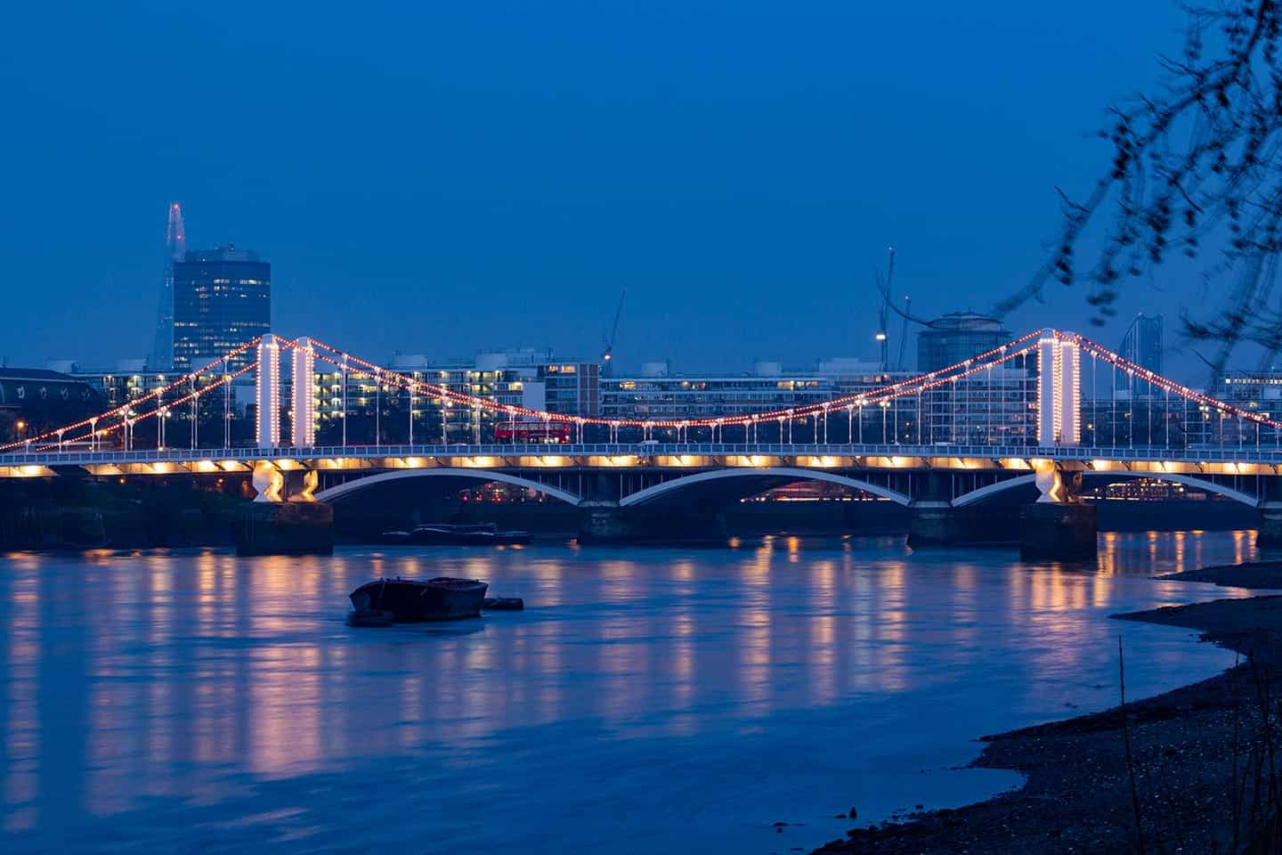 Image of Chelsea Bridge London at night