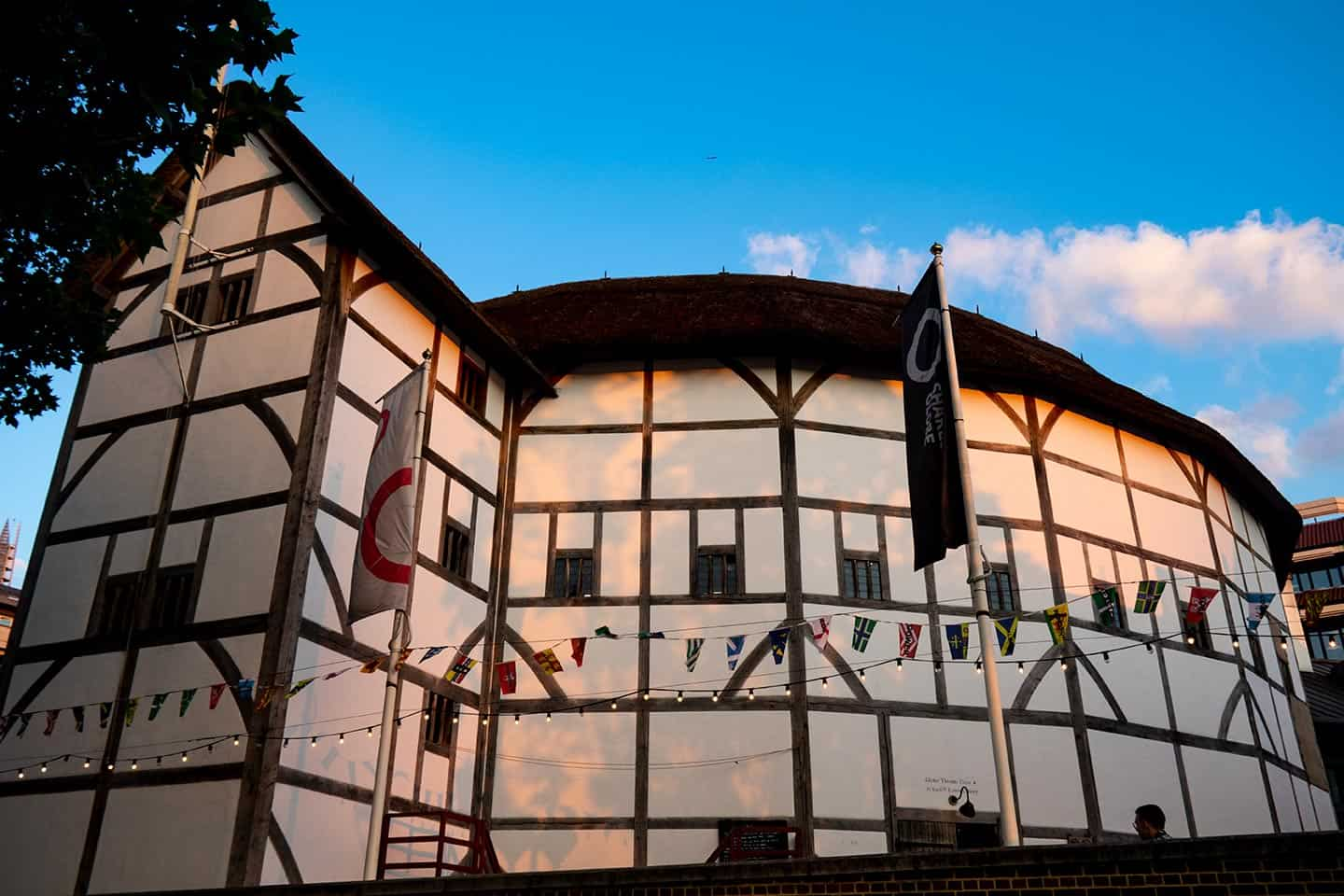 Image of the Globe Theatre in London at sunset