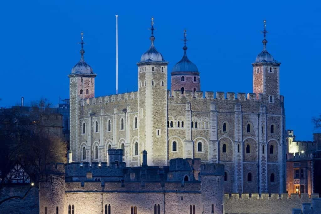 Image of the Tower of London at night