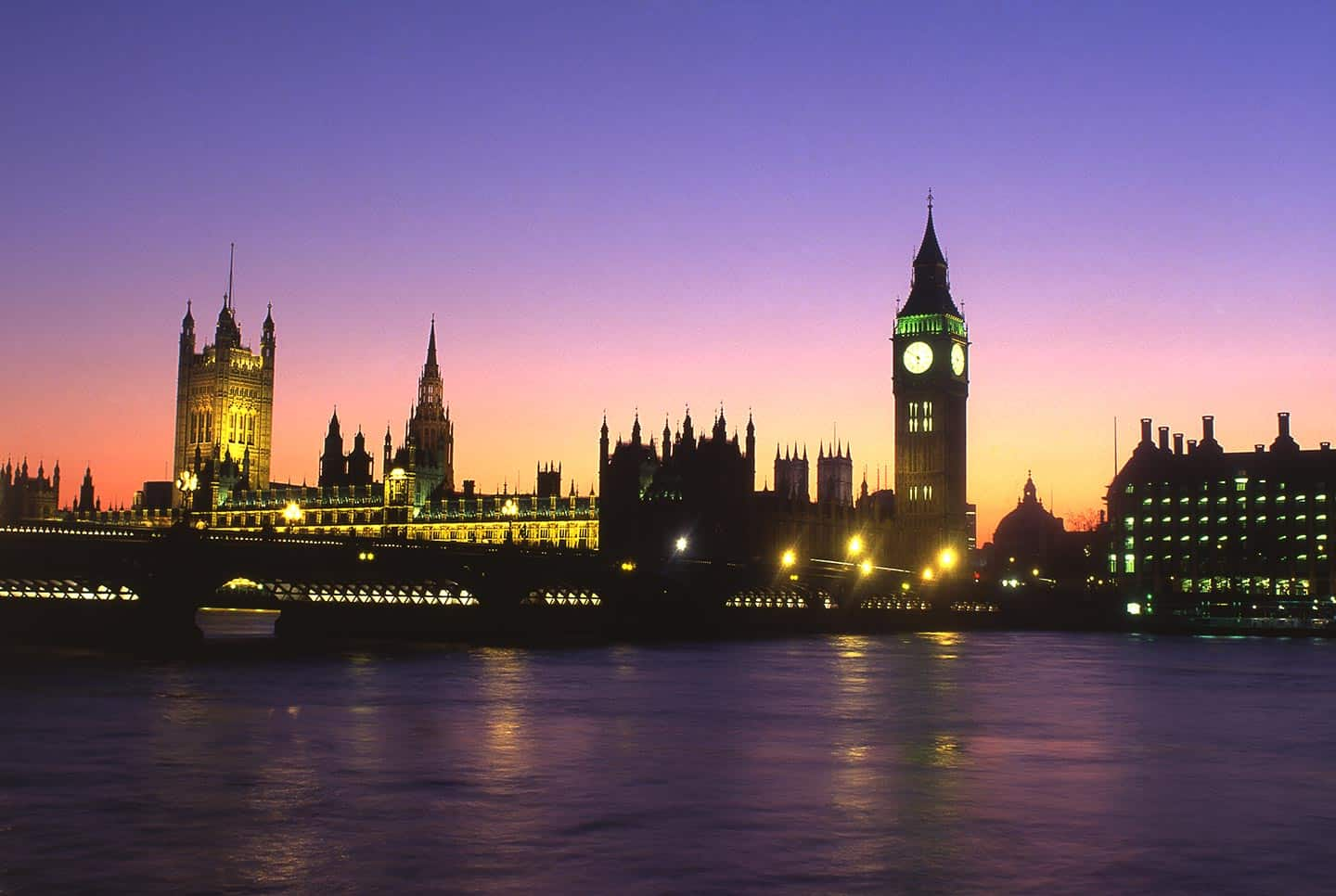 Image of Westminster Bridge annd the Houses of Parliament at night