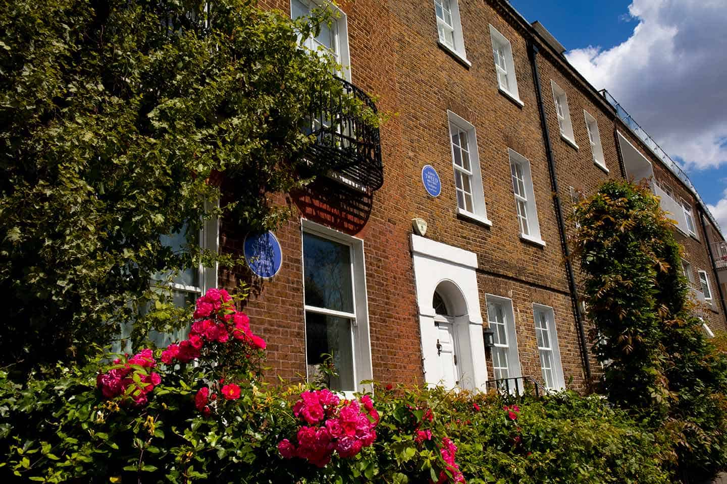 Image of fine townhouses on Cheyne Walk, Chelsea, London