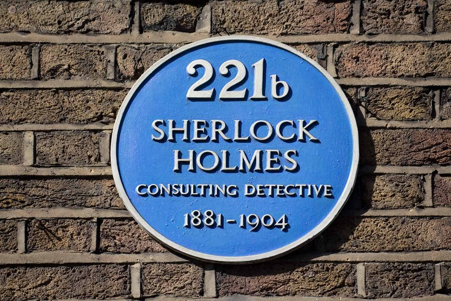 Image of the blue plaque marking the residence of fictional detective Sherlock Holmes