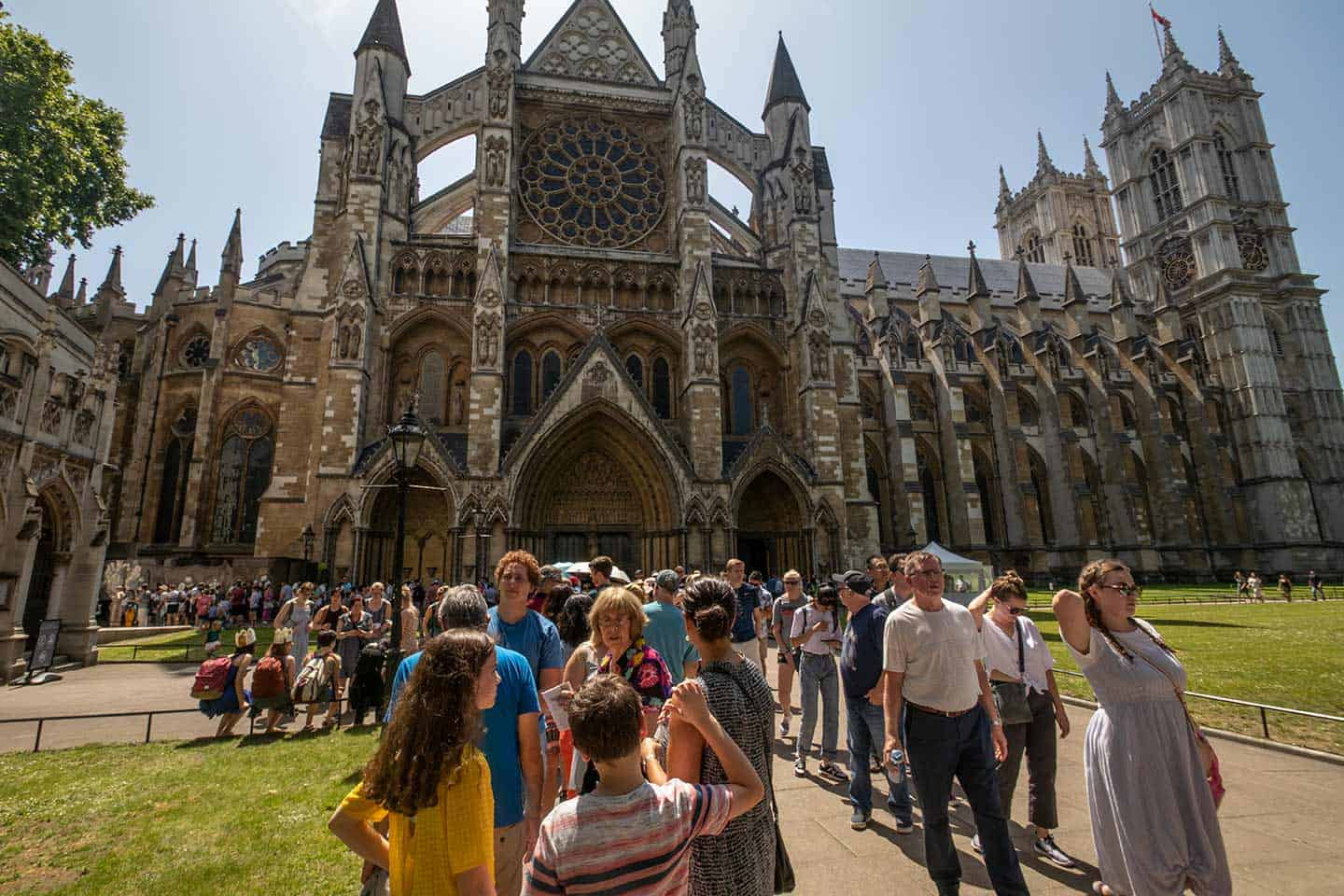 Image of long queues of visitors outside Westminster Abbey, London