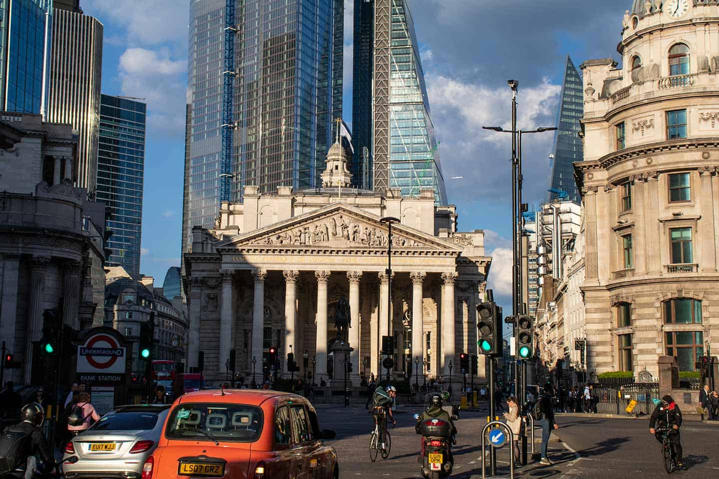 Image of the Royal Exchange building in the City of London