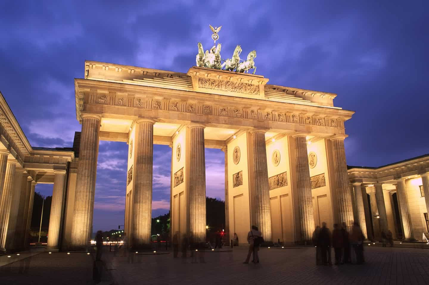 Image of the Brandenburg Gate in Berlin at night