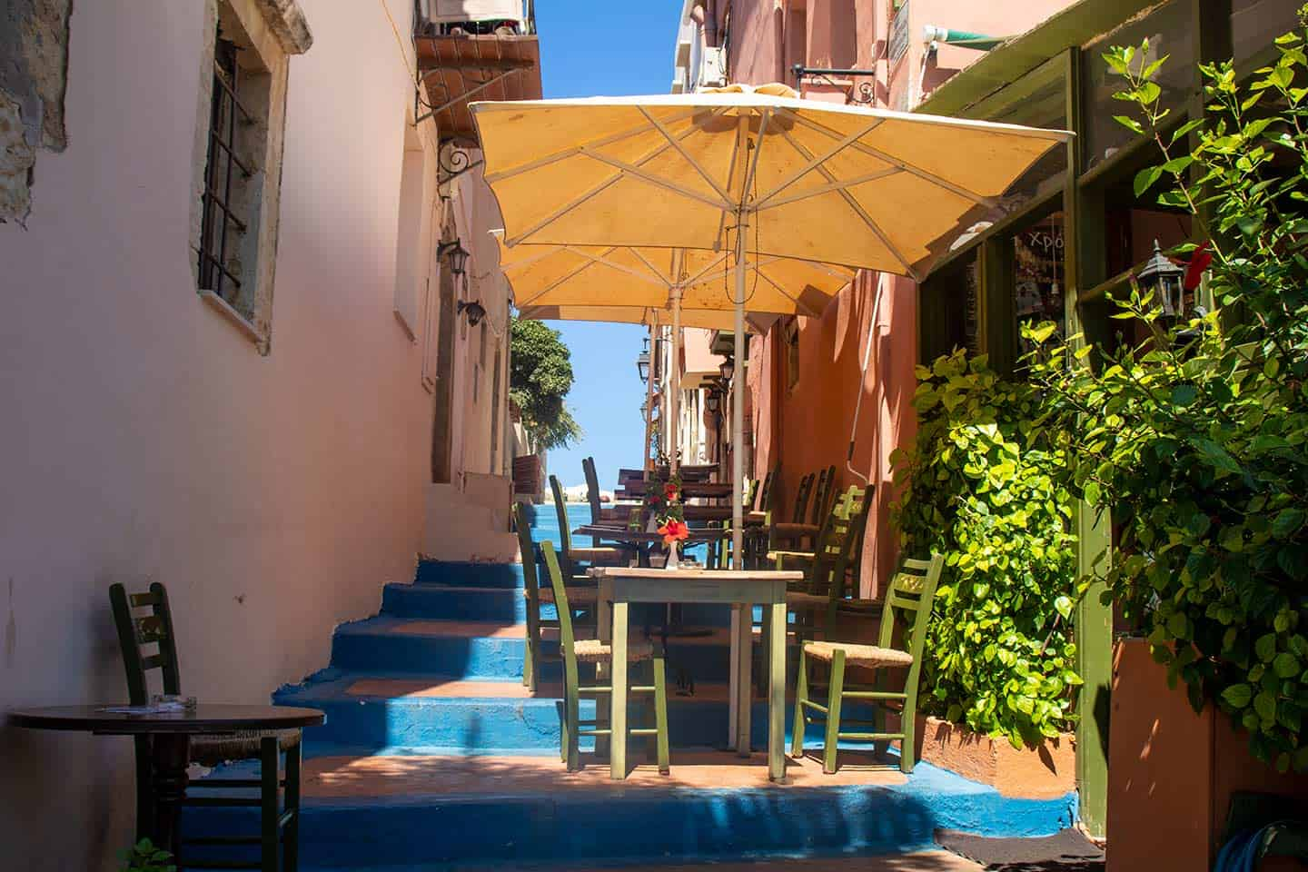 Image of the blue steps of Rethymno