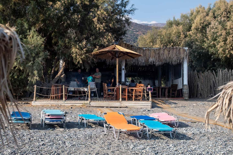 Image of the taverna at Alonaki beach