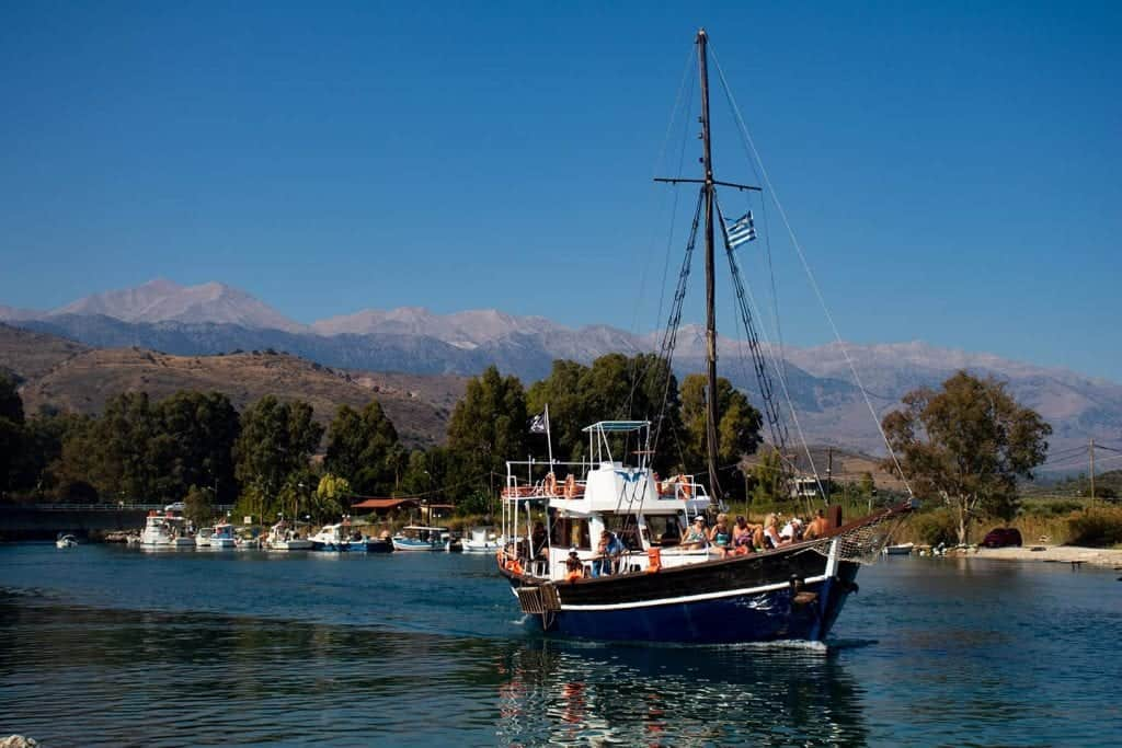 Image of a cruise boat leaving the quay at Georgioupolis Crete