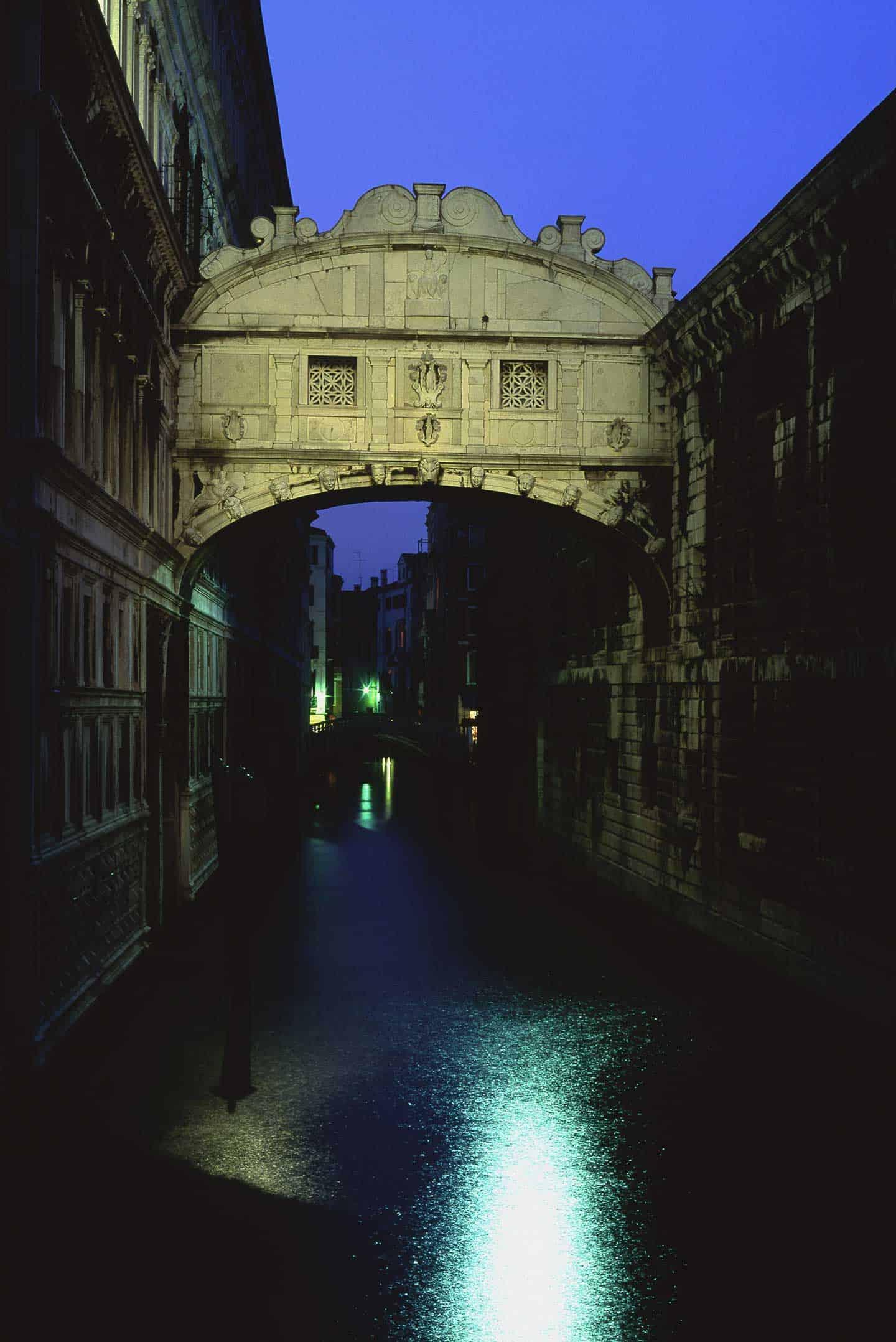 Image of the Bridge of Sighs Venice landmarl