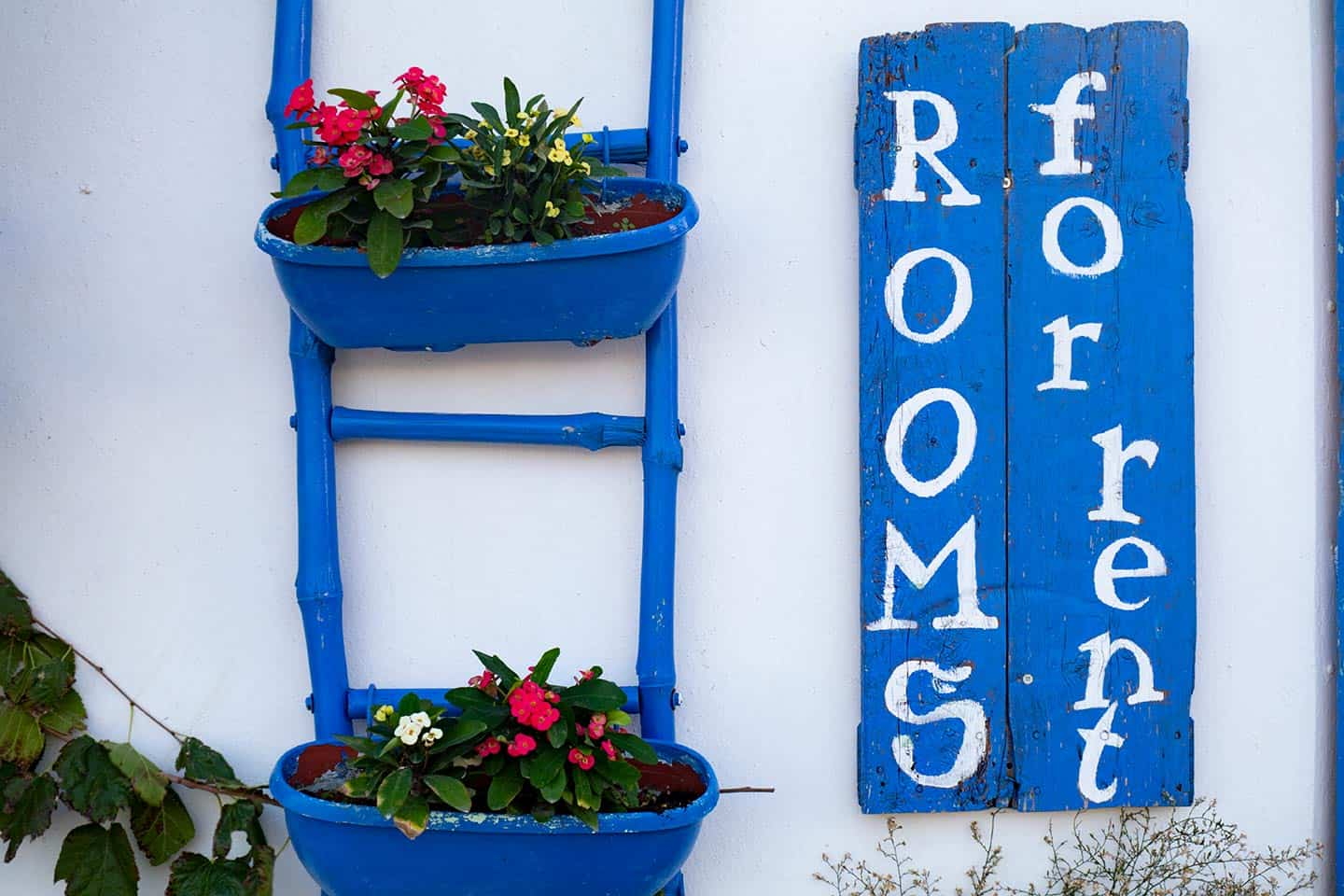 Paleochora Accommodation Image of a 'rooms for rent' sign in Paleochora Crete